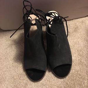Nine West lace up peep toe heels size 8.5